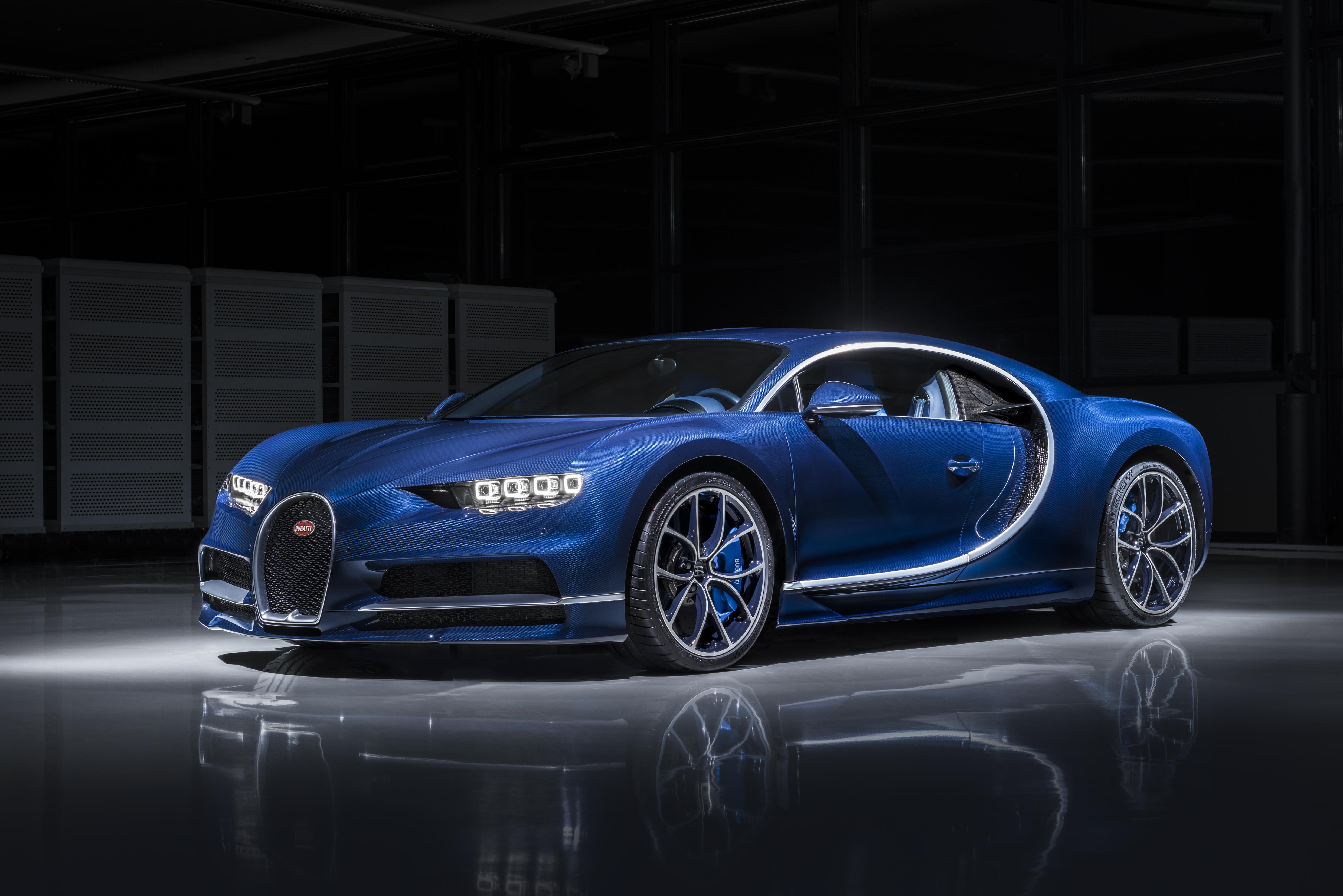 250 Bugatti Chiron gazdára talált