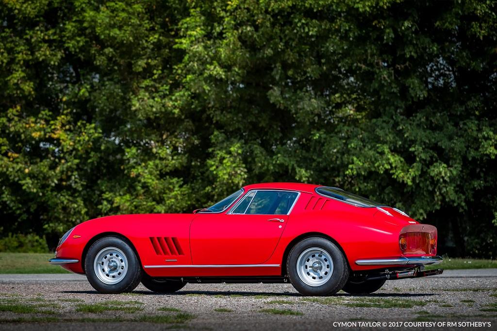 Ferrari ritkaságok kalapács alatt