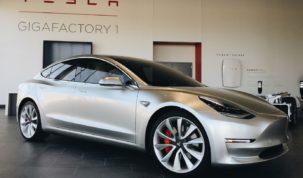 zuhantak a Tesla részvények