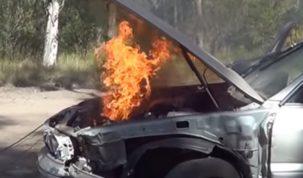 Önnek robbanómotoros autója van