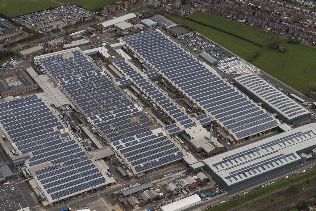 Egyesült Királyság legnagyobb napelemmel fedett autóparkolóját