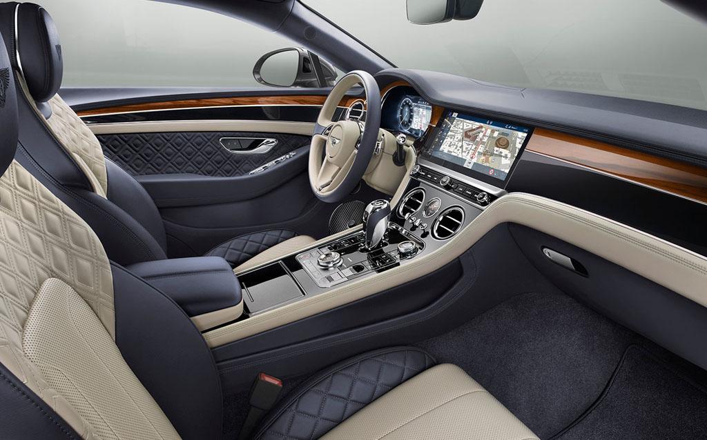 A Bentley folytatja a villamosítást