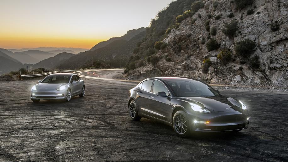 Tesla Model 3 Performance - Utólag is kérhető a pályamód