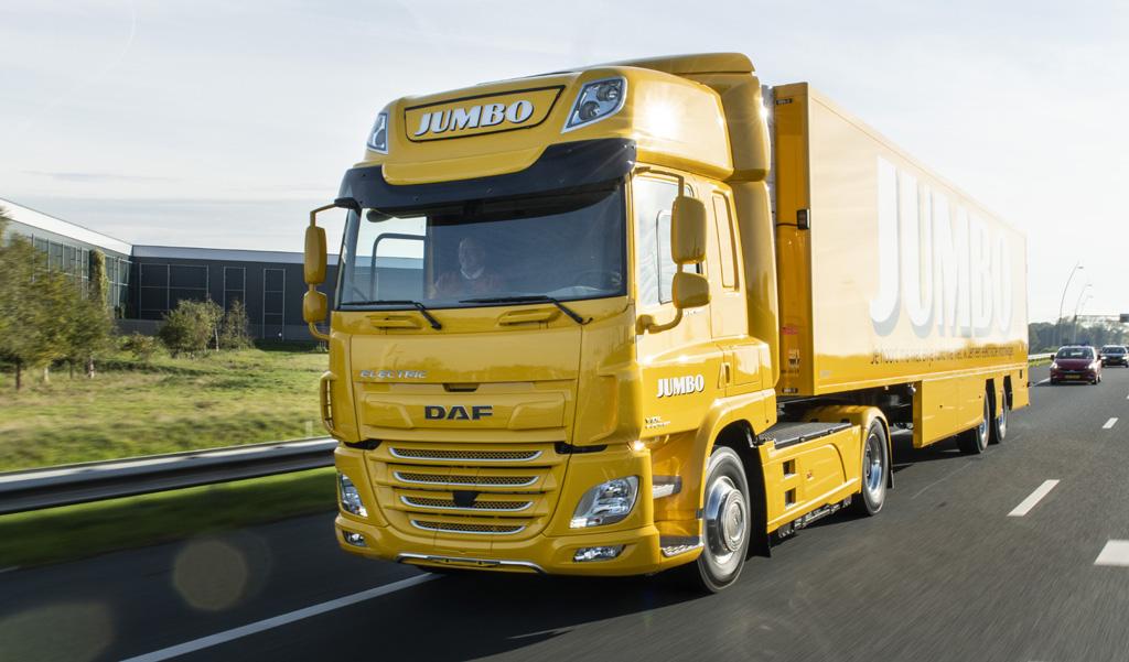 A DAF TRUCKS átadta első elektromos kamionját