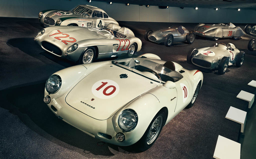Mit keres egy Porsche a Mercedes múzeumban?