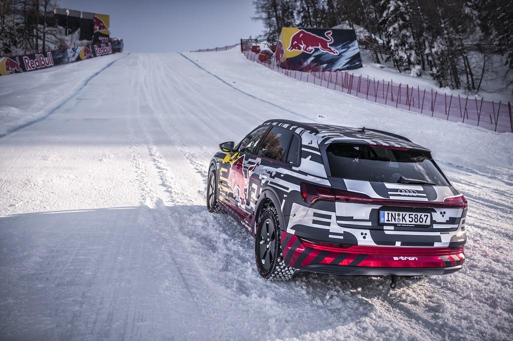 Audi e-tron a sípályán