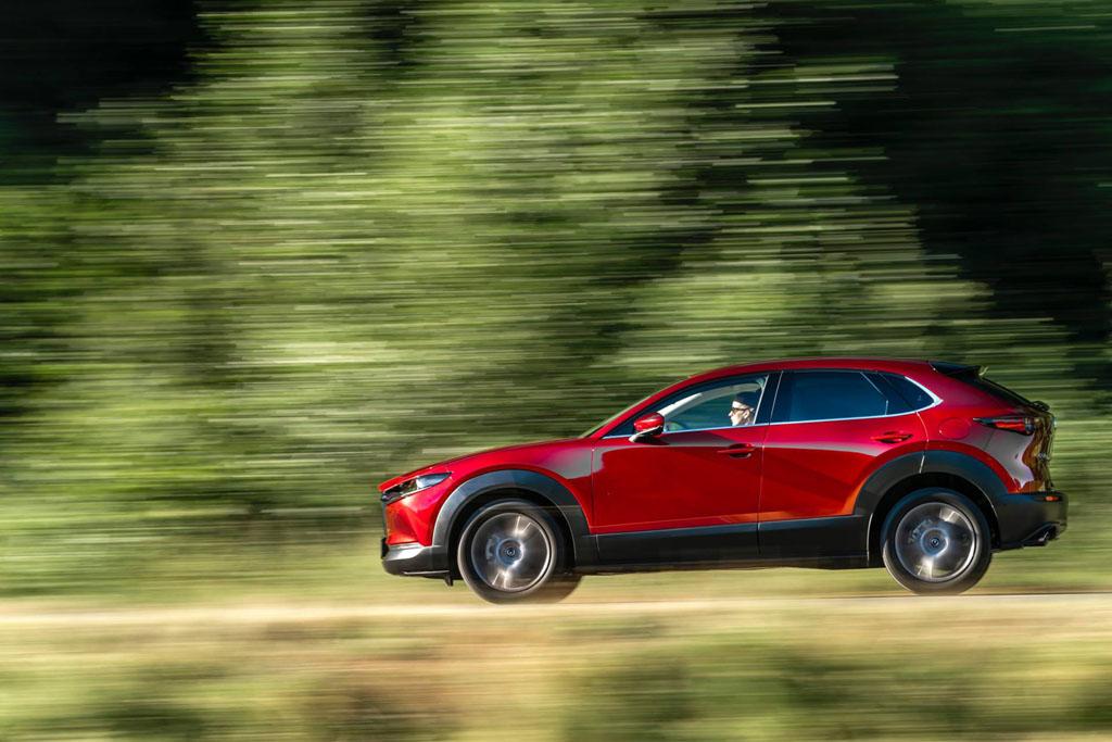 Mazda CX-30 közeledik