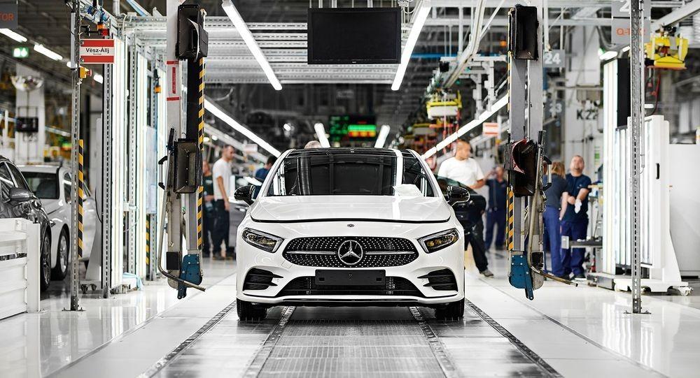 Mercedes leállás
