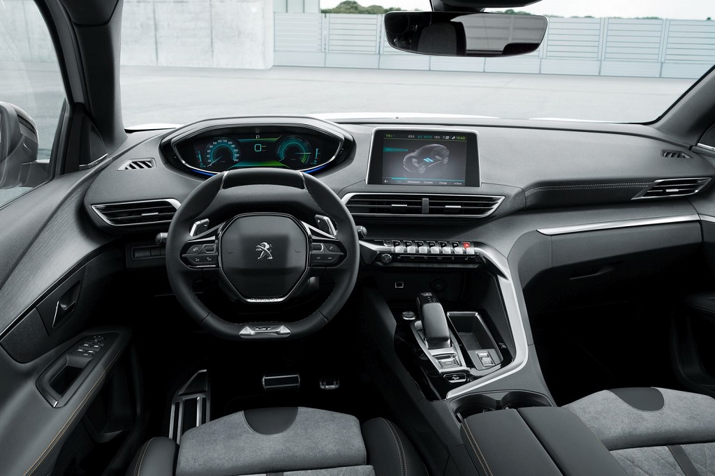 Hibrid Peugeot 300 lóerővel