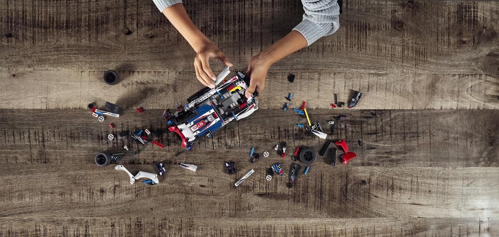 LEGO TECHNIC Top Gear Rallyautó LEGO TECHNIC Top Gear Rallyautó
